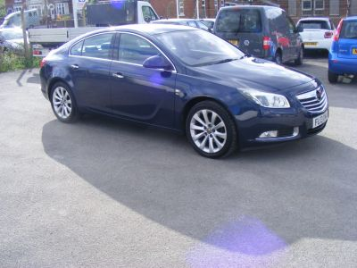 Vauxhall Insignia 2.0 EXCLUSIV NAV CDTI ECOFLEX S/S Hatchback Diesel Blue at J and J Motors Doncaster